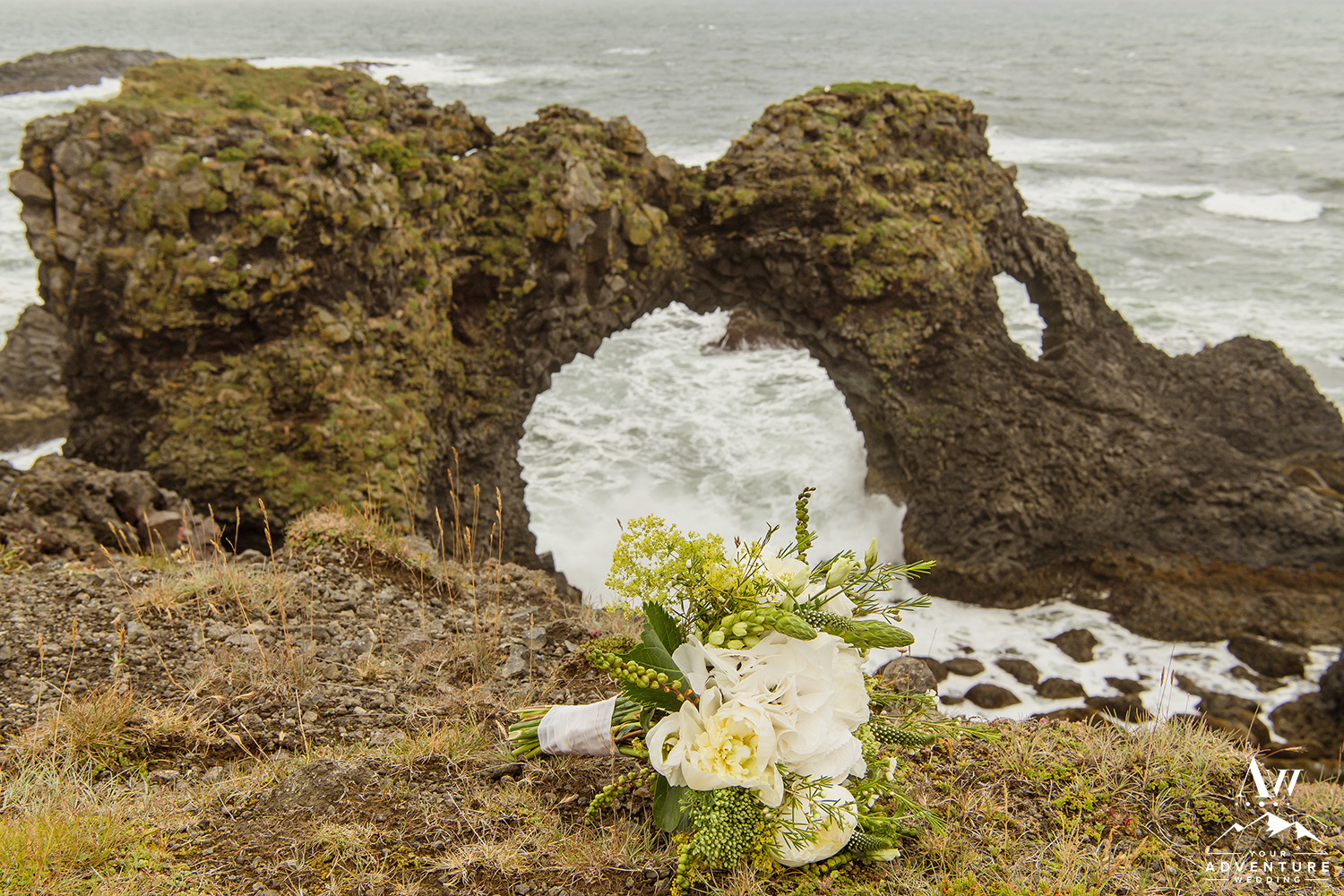 iceland-wedding-bouquet-your-adventure-wedding