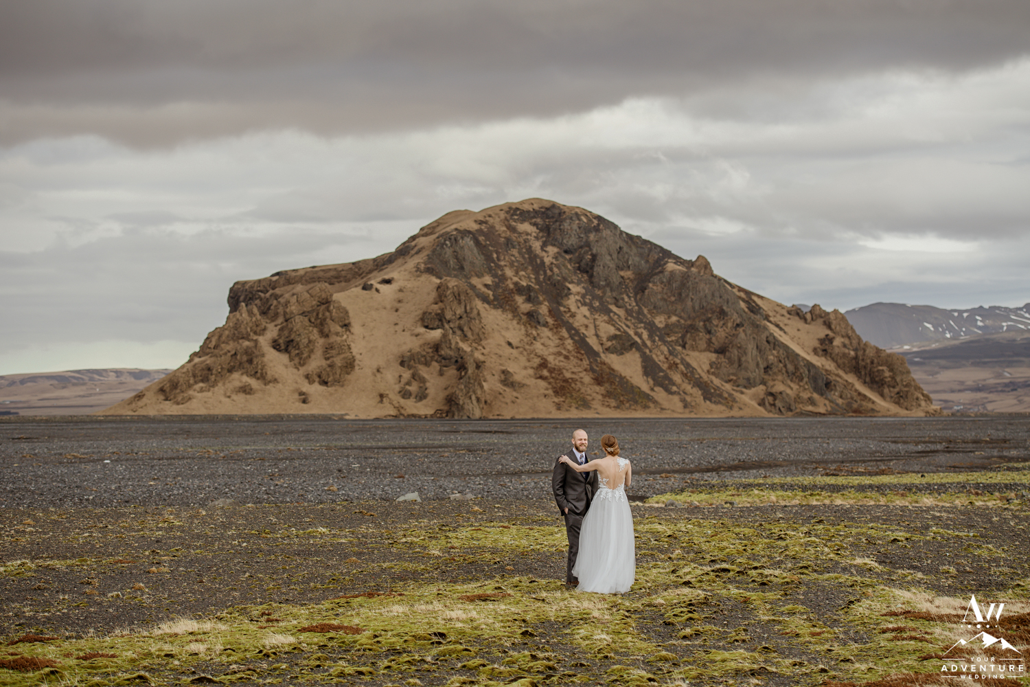Iceland Elopement first look in front of a mountain