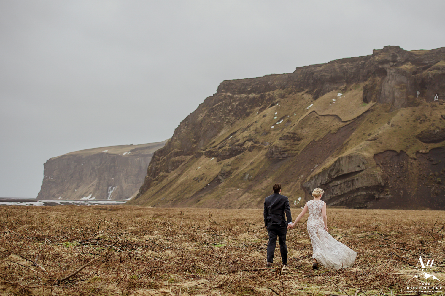 Eloping in Iceland Photos of couple