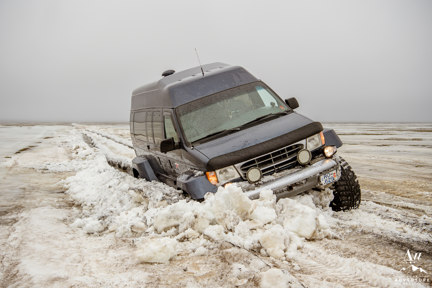 Super Jeep got stuck during an Iceland Elopement