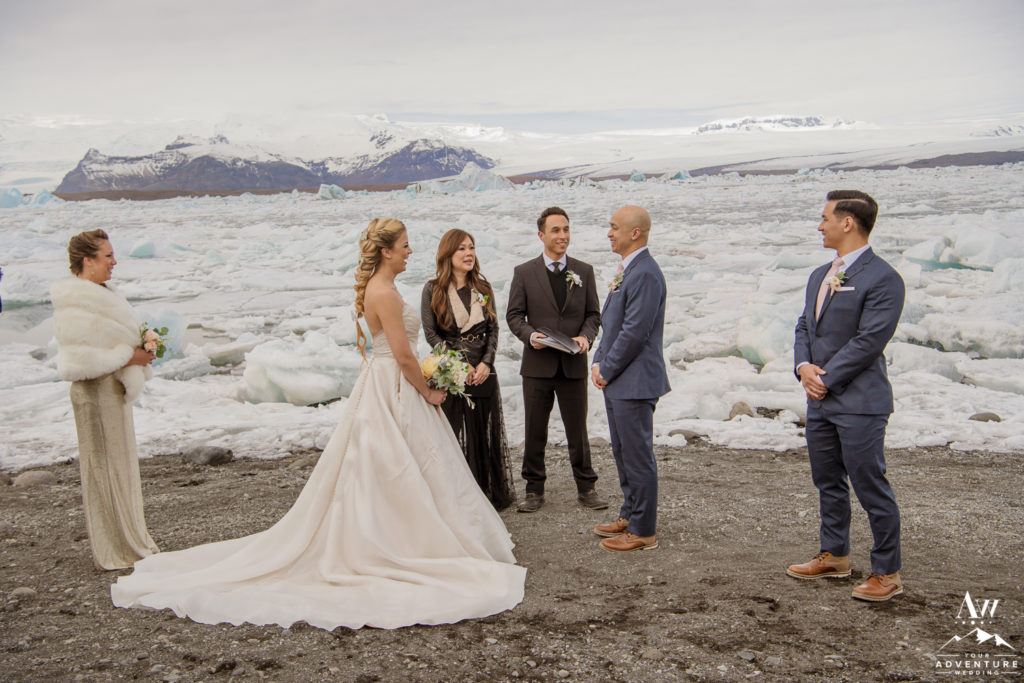 Glacier Lagoon Wedding ceremony couple