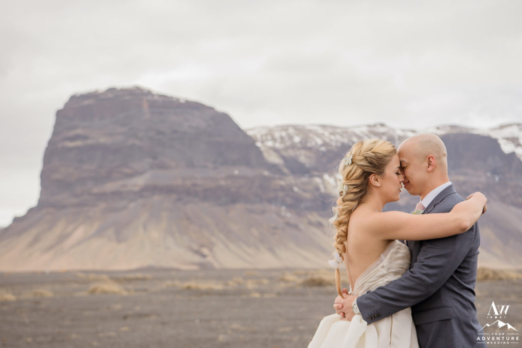 Couple kisses in front of Lómagnúpur Mountain
