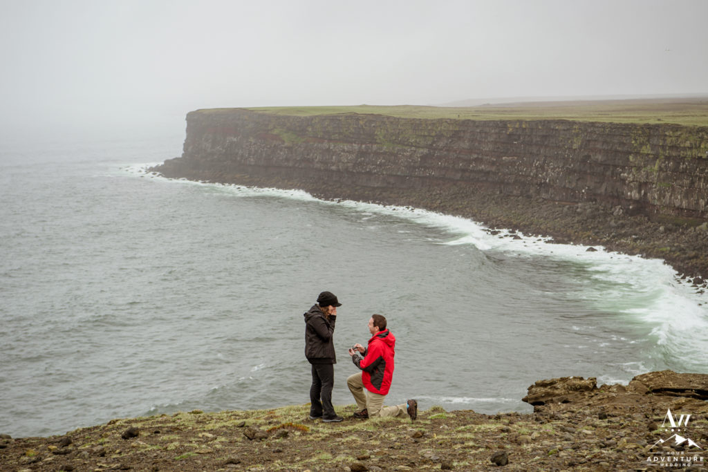 Proposal in Iceland on a cliff