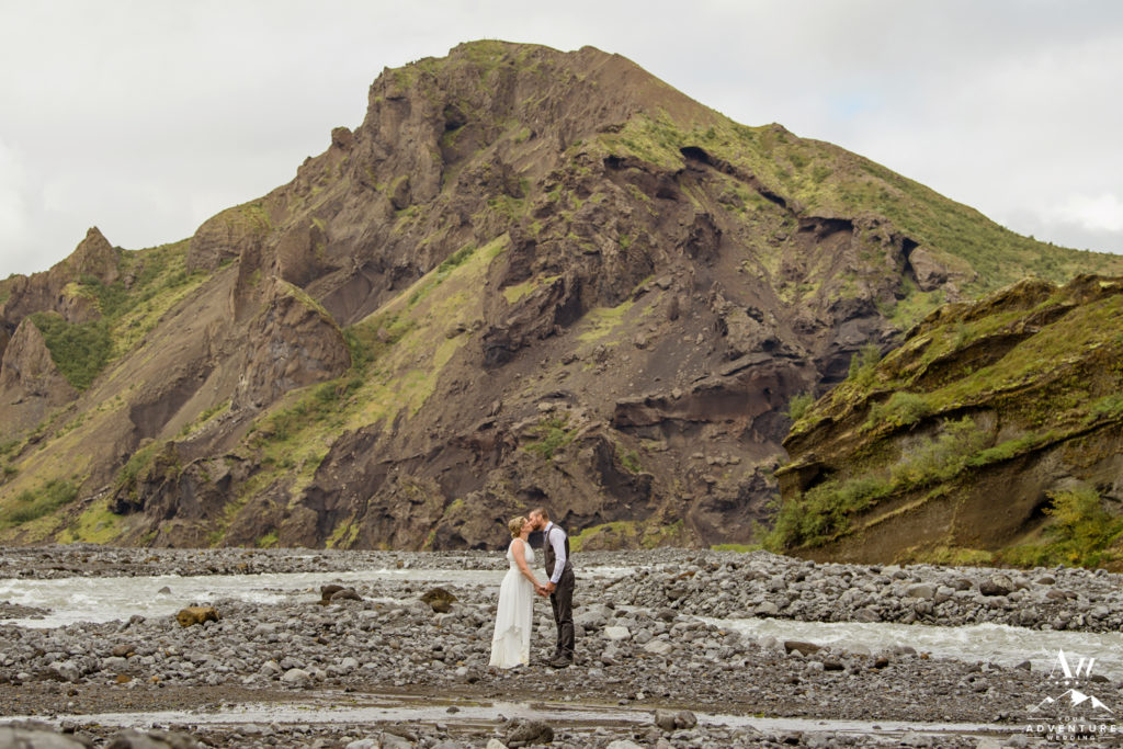 Couple kissing in front a mountain in Iceland