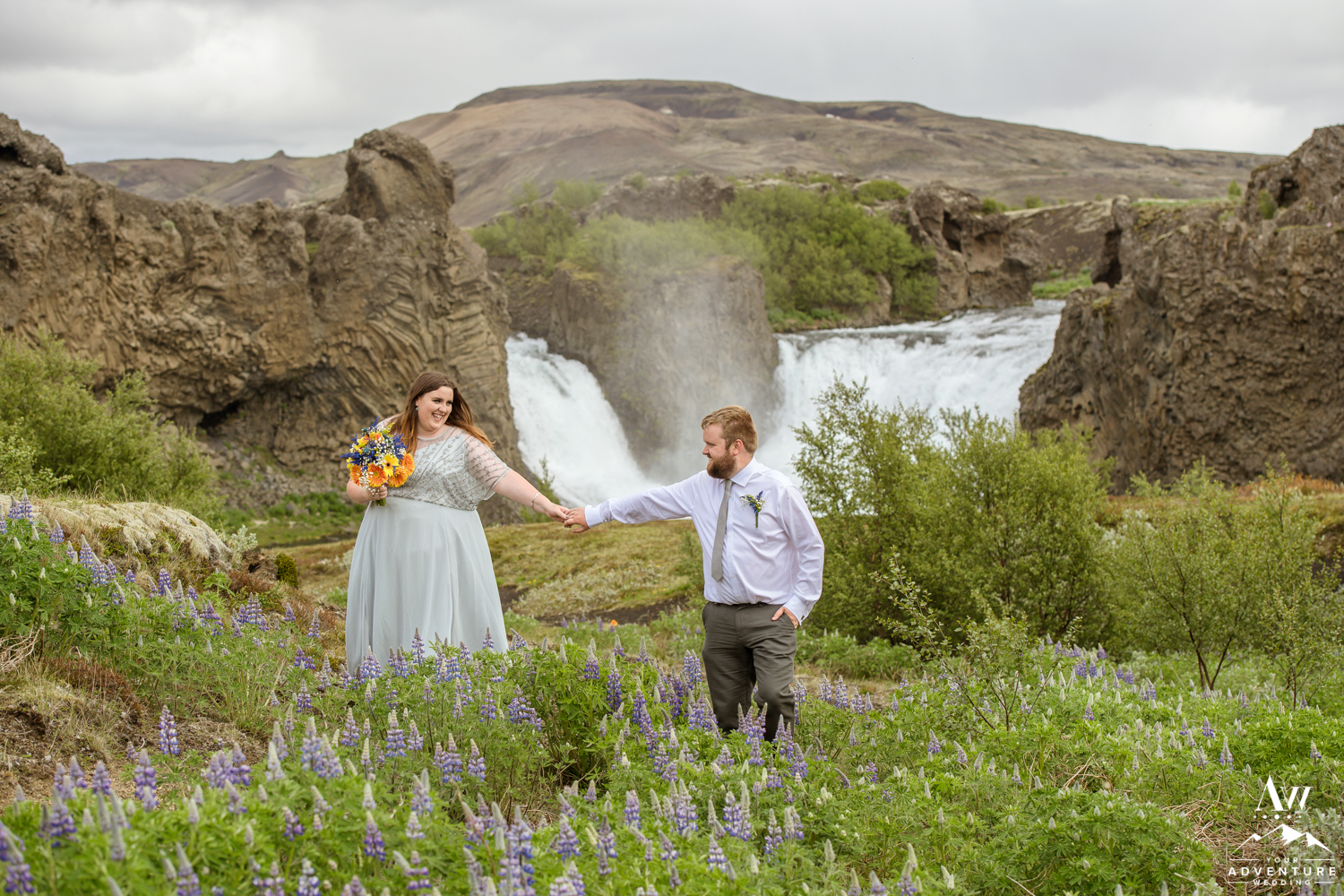 Adventurous elopement in Iceland at Hjalparfoss Waterfall