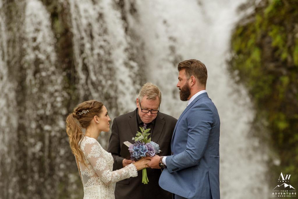 Iceland Wedding Couple getting married at Stjórnarfoss
