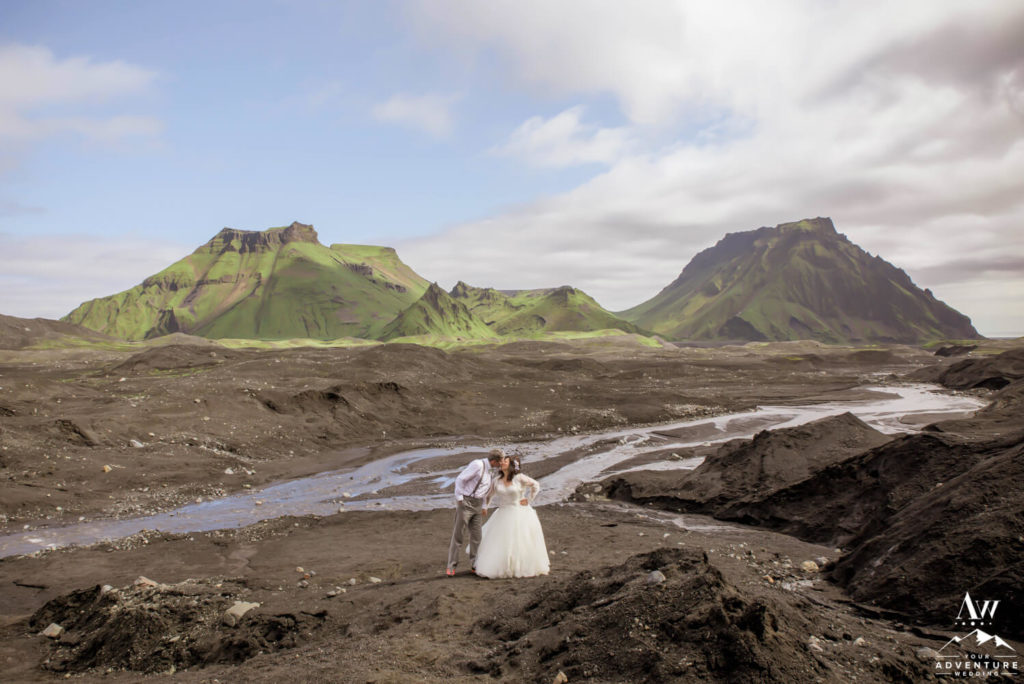 Couple kissing in front a Icelandic Mountains