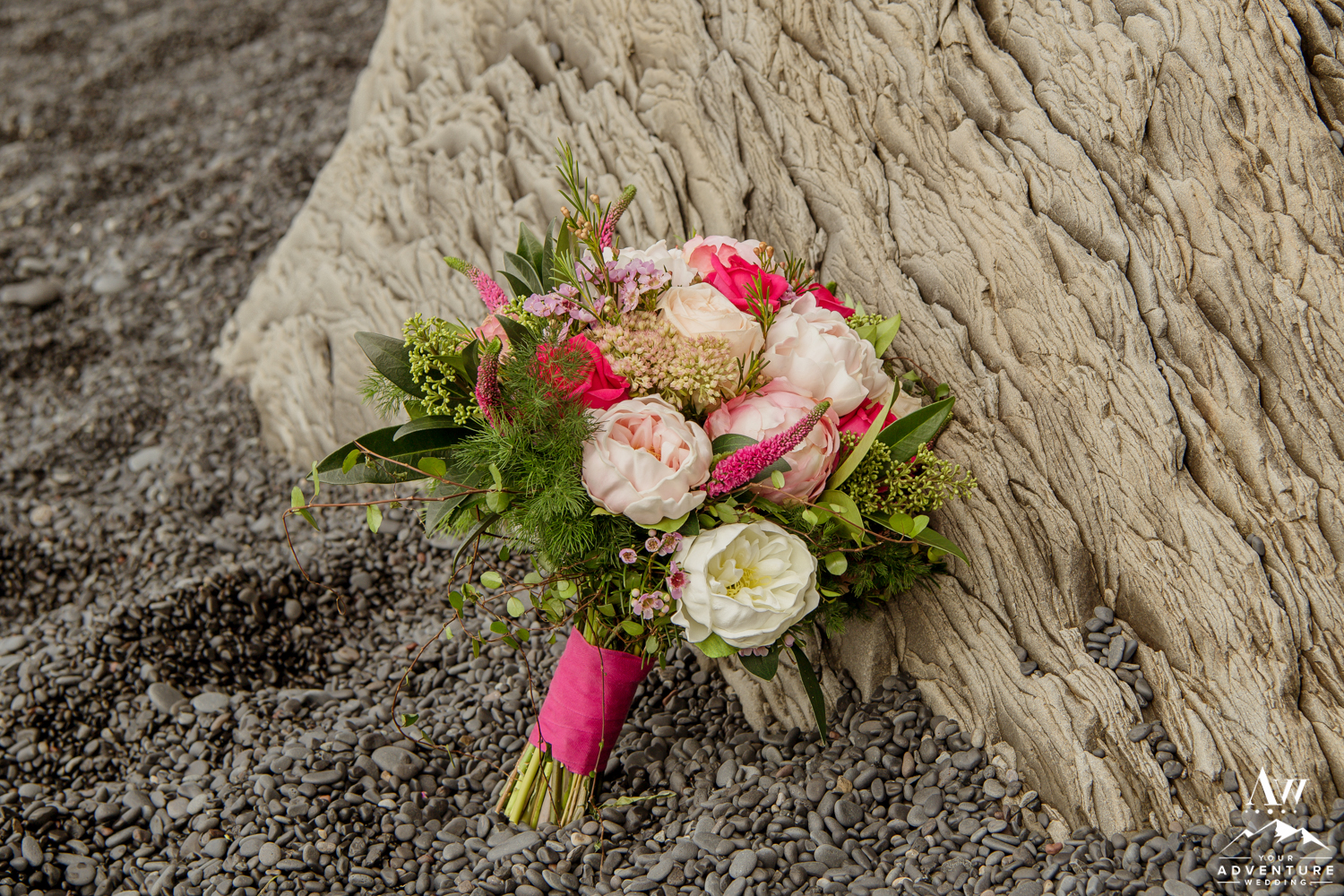 iceland-wedding-bouquet-pink-wedding-bouquet