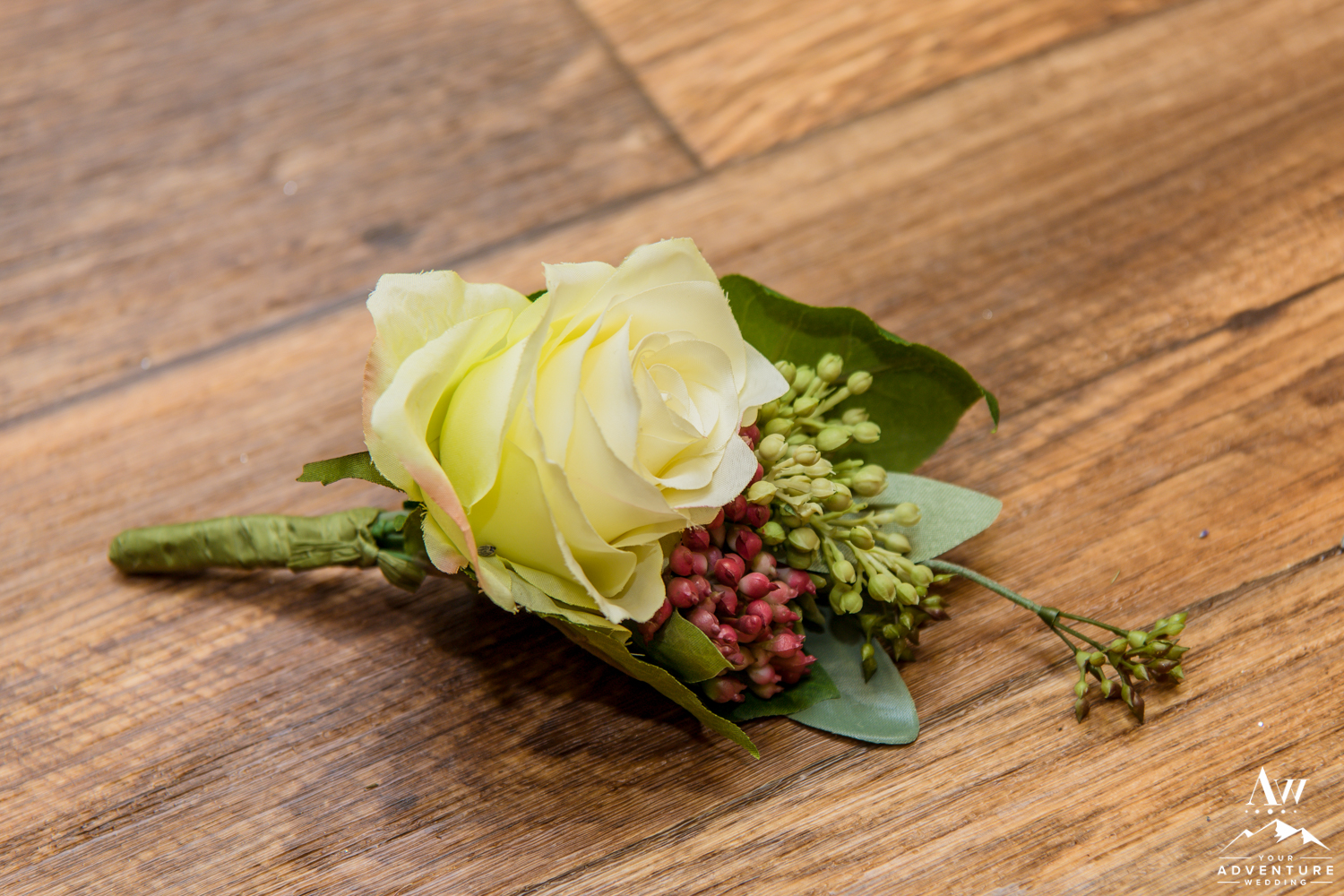 iceland-wedding-rental-buttonhole