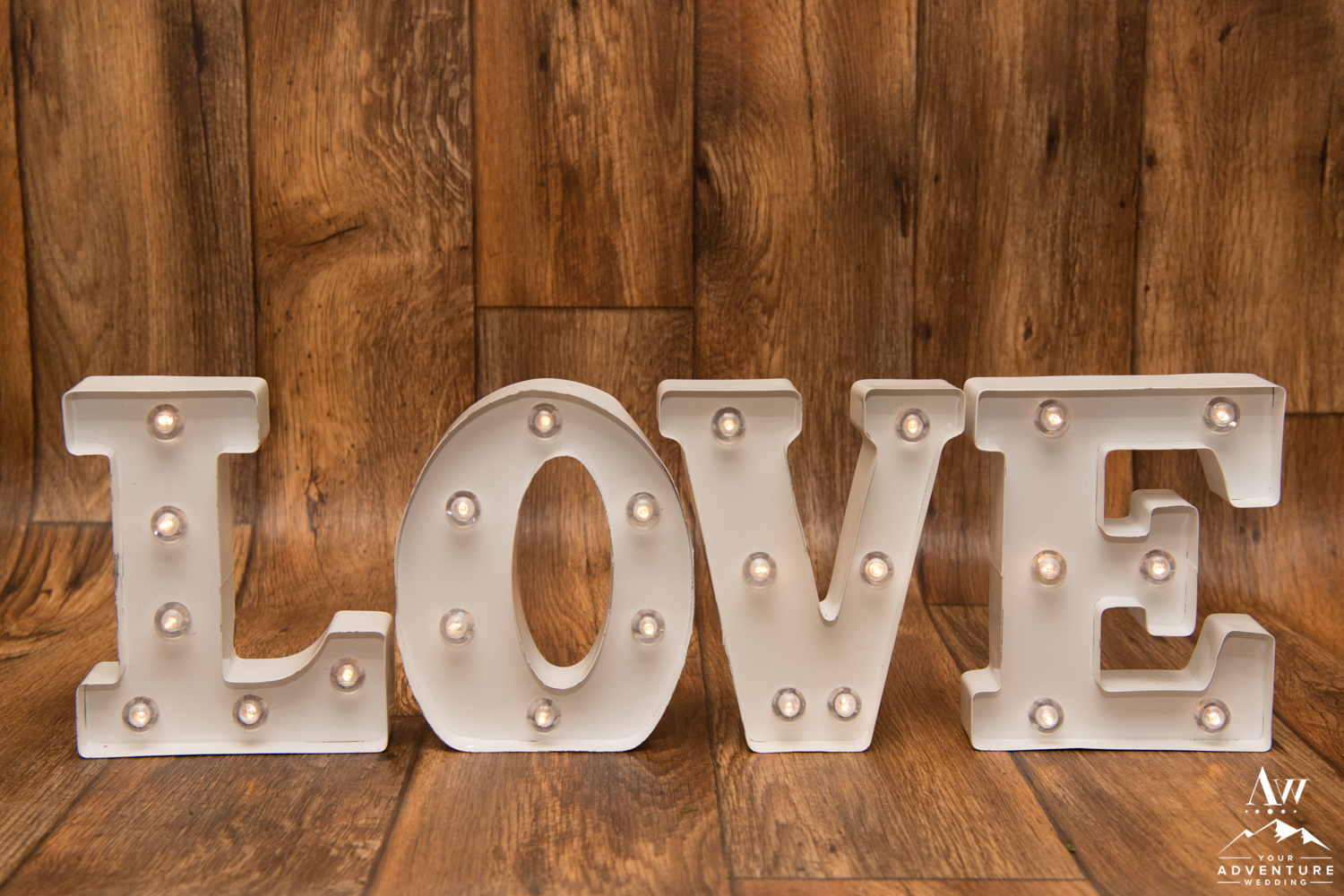 iceland-wedding-rental-love-sign