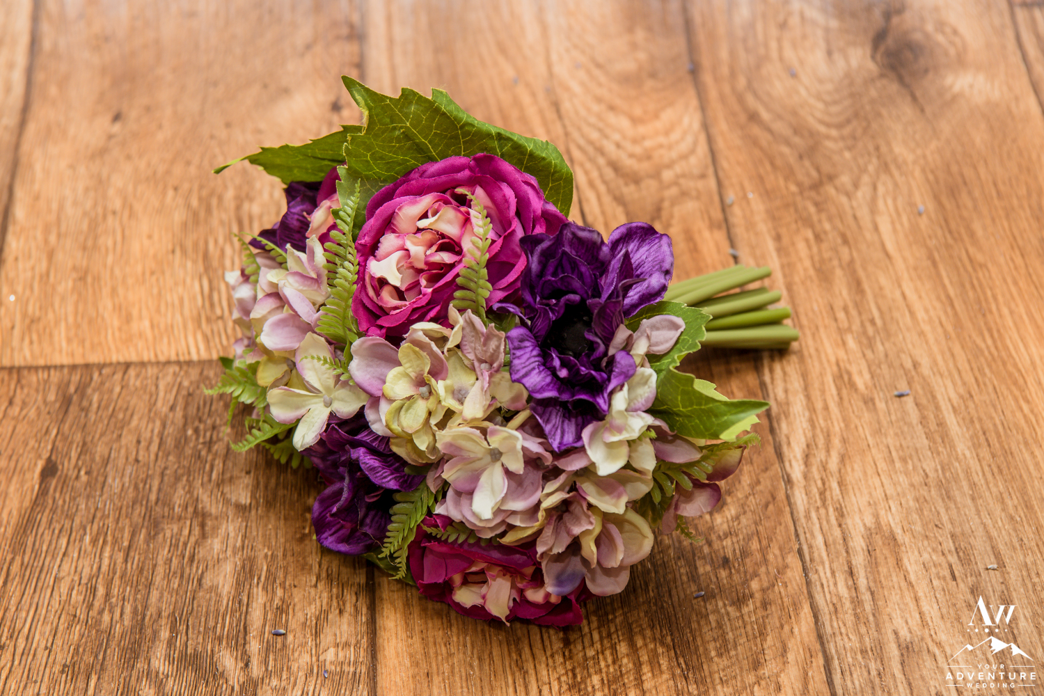 iceland-wedding-rental-wedding-bouquet